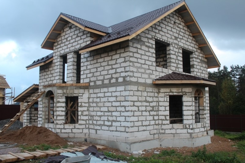 Приміський будинок із газоблоку