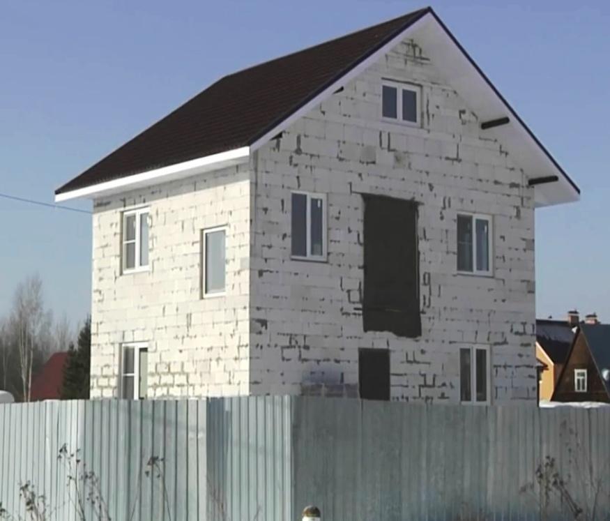 Двоповерховий дім із газоблоку