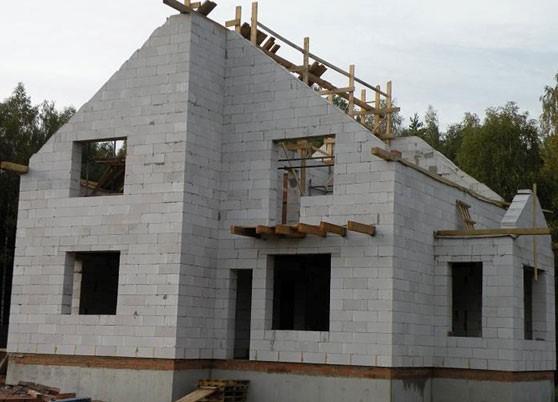 Будівництво дому з газоблоку (газобетону)