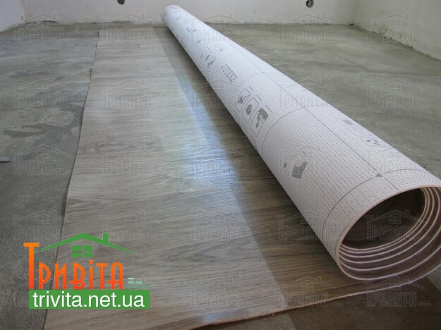 Фото 3. Укладка линолеума на бетонное основание