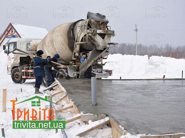 Фото 1. Заливка фундамента зимой. Проведение подготовительных работ