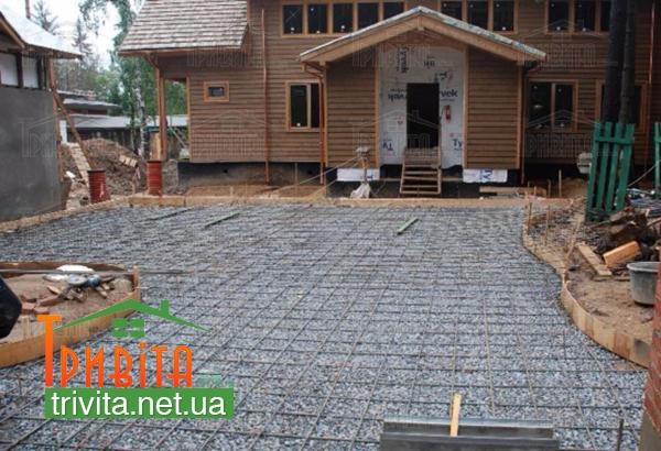 Фото 1. Підготовка основи перед заливкою двору бетоном