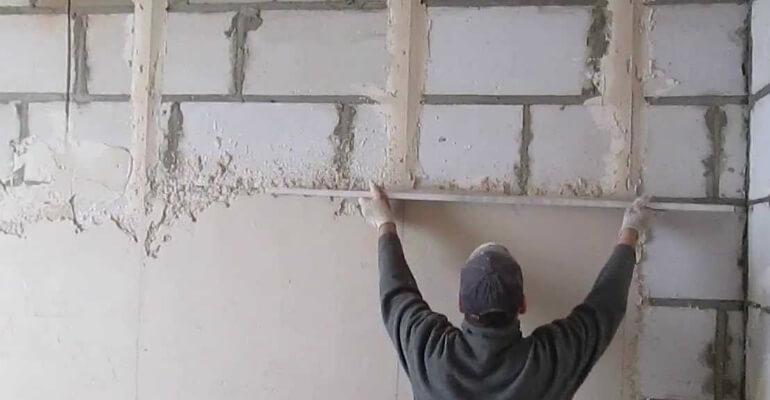 Нанесение штукатурки на стену из газоблока