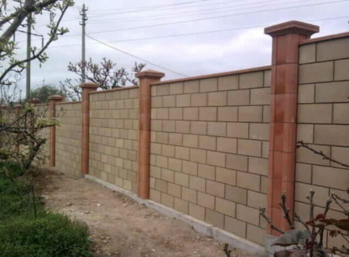 Огорожа з бетонних блоків