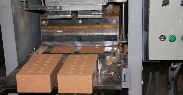 Виробництво цегли гіперпресованої під пресом