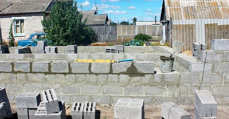 Побудувати фундамент з шлакоблоку