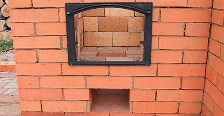 Фото 3. Будуємо стінки барбекю з цегли