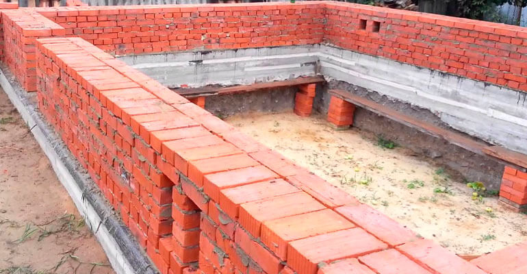 Внешняя стена из полнотелого кирпича
