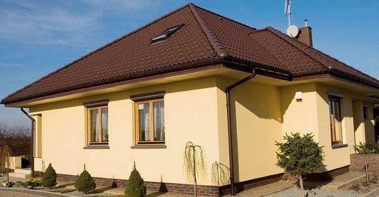 Оштукатурений будинок з газобетону