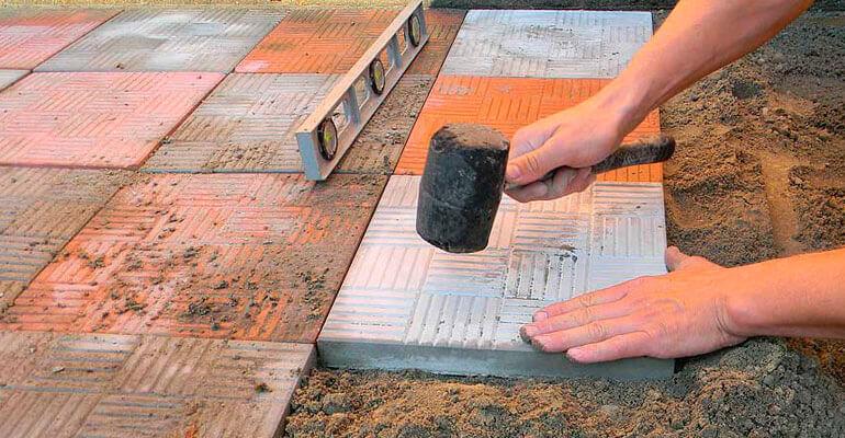 Як укладати плитку на старий бетон