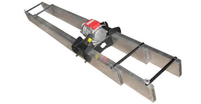 Фото 2. Укладання підлоги віброрейками або вібратором