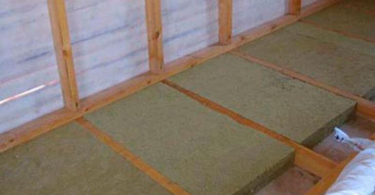 Фото 4. Утепление бетонного пола по лагам