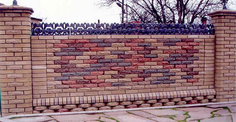 Фото 1. Основні переваги огорожі з цегли