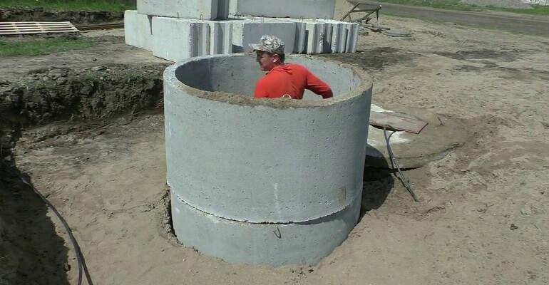 Будівництво льоху з бетонних кілець