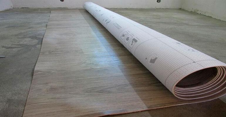 Фото 3. Укладання лінолеуму на бетонну основу