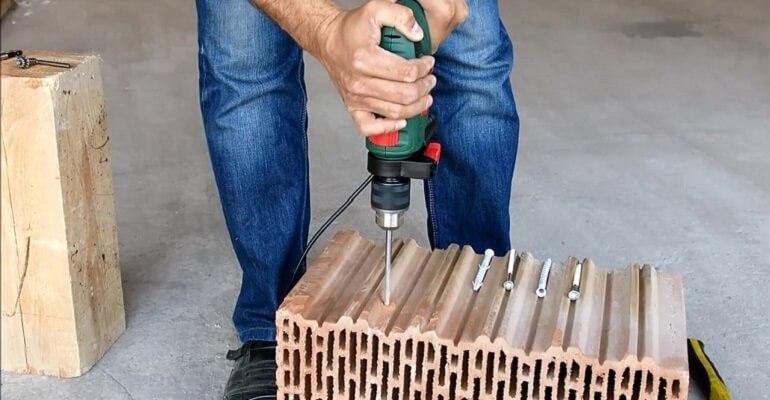 Свердління керамоблоку для монтажу дюбеля