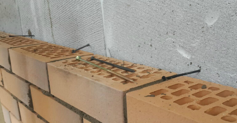 Кріплення цегли на шурупи