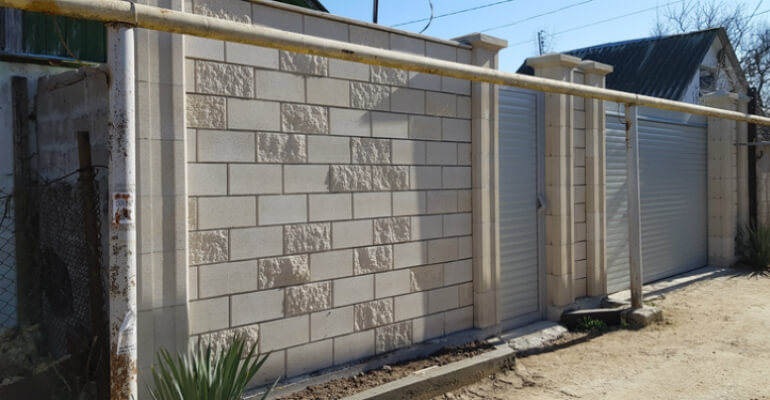 Забор из газобетона